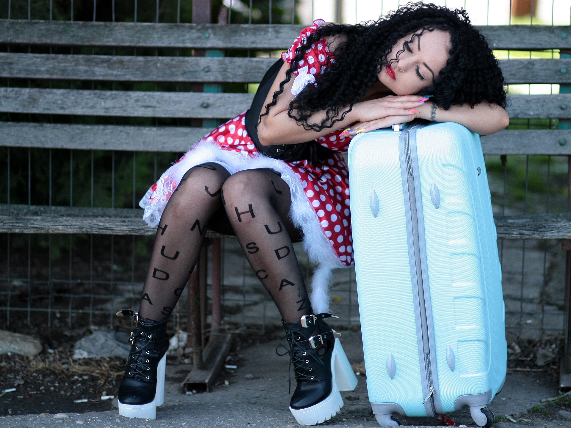 Die Fähigkeit, immer und überall schlafen zu können, ist bei langen Reisen im Zug sehr empfehlenswert. - Photocredit: pixabay.com/AdinaVoicu
