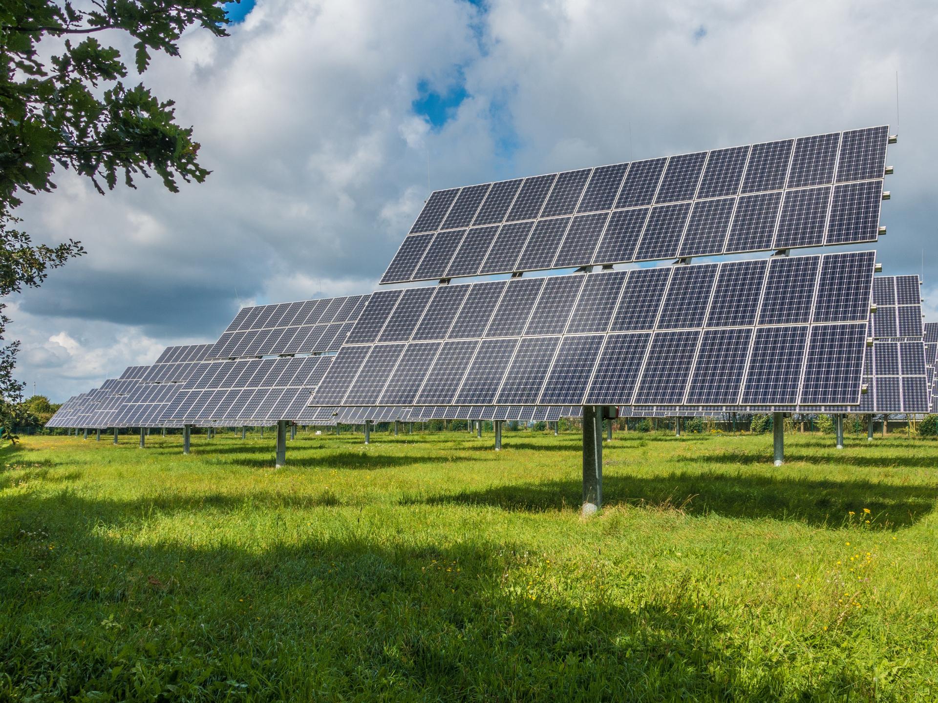 Solarfarmen sind zwar unter den Top 10, aber nicht so weit vorne wie etwa Windfarmen. - Photocredit: pixabay.com/mrganso