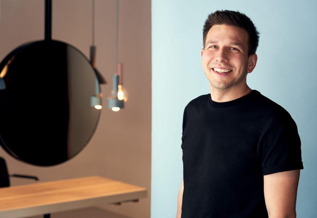Dominik Haubenberger ist der Profi, wenn es um Nachhaltigkeit im Friseursalon geht / Foto: © Markku Savolainen