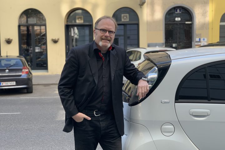 Michael und sein E-Auto, Fotocredit: Energieleben Redaktion