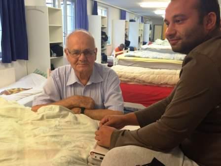 Im VinziNest hat Gustl Eisner (li) warme Betten und viel Herz zu vergeben. -Fotocredits: VinziWerke