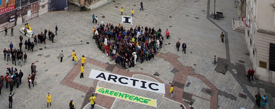 Die Greenpeace Aktivisten und Aktivistinnen haben ein Herz für die Umwelt. -Fotocredits: Moritz Wustinger/Greenpeace