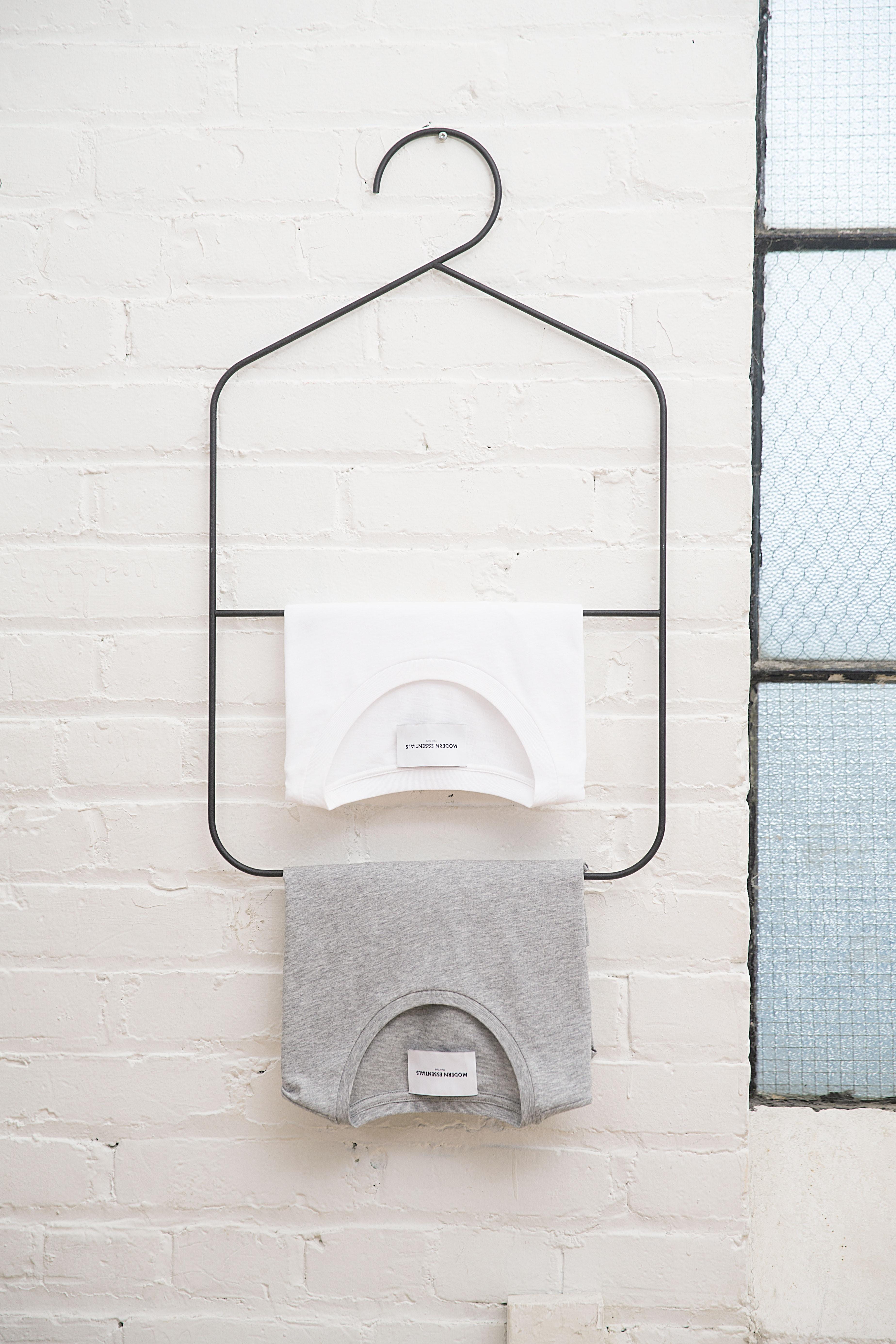 Minimalismus spiegelt sich nicht nur in meinem Kleiderschrank wieder, sondern zieht sich als roter Faden durch meinen ganzen Haushalt. -Fotocredits: modernessentials/unsplash