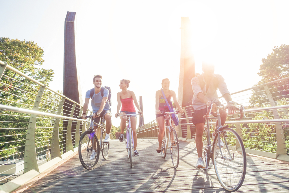 Freunde am Fahrrad, Fotocredit: DisobeyArt