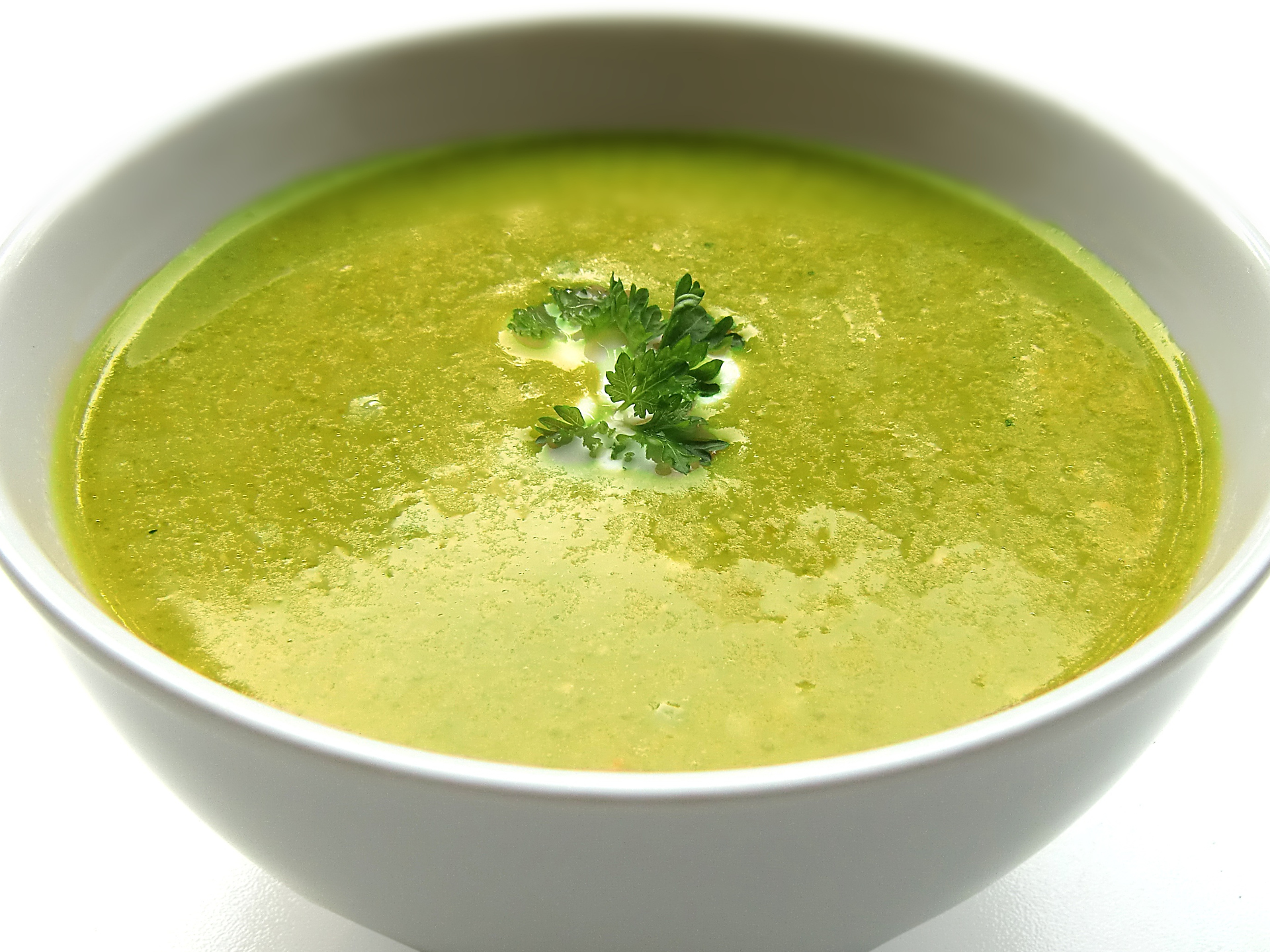 Giersch kann auch zur Cremesuppe verarbeitet werden. Zu beachten ist jedoch, dass die großen, älteren Blätter sehr viel intensiver schmecken. - Photocredit: pixabay.com/Security