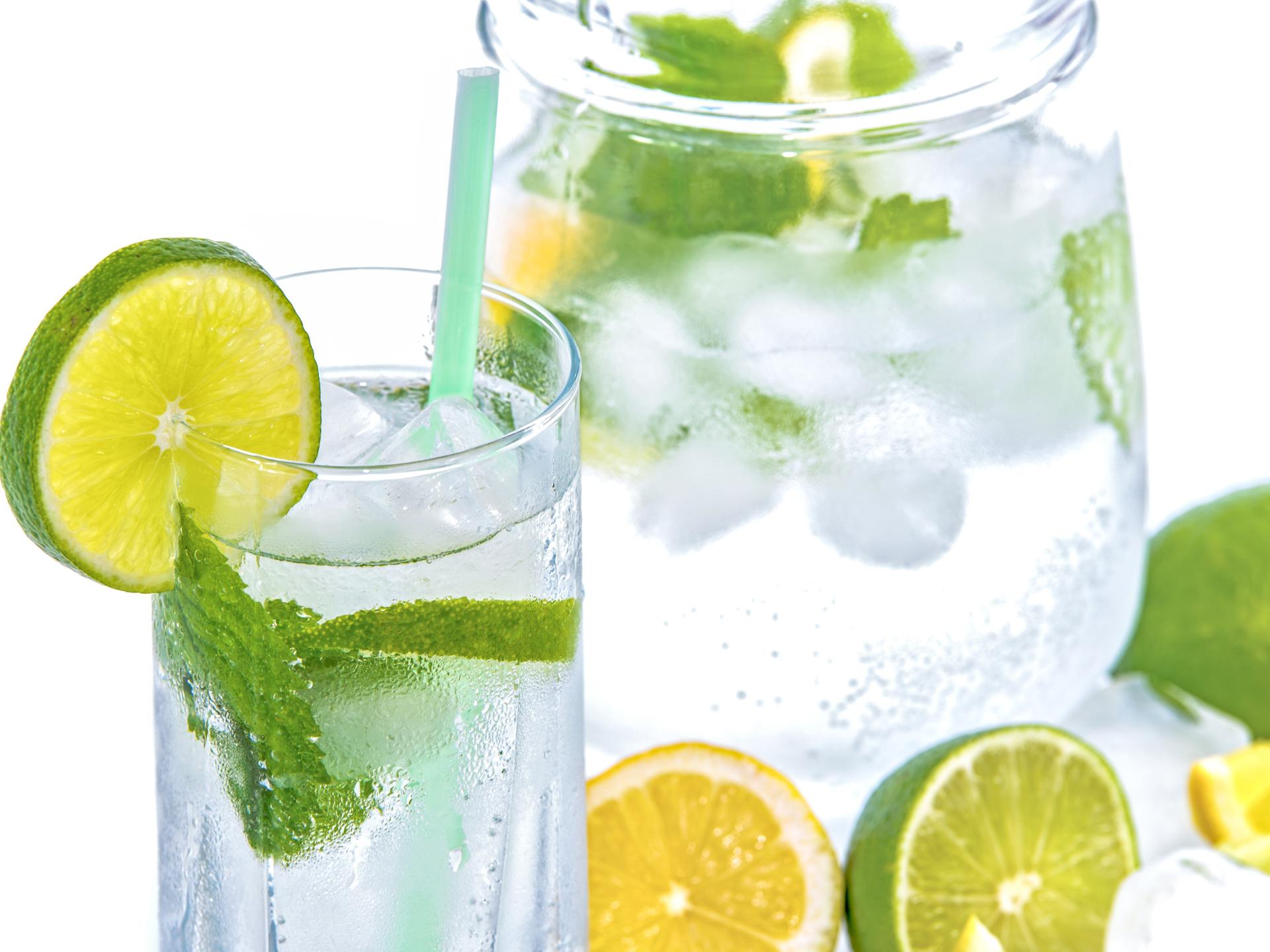 Getränke mit Minze und Zitrusfrüchten sind im Sommer meist sehr willkommen. - Photocredit: pixabay.com/PhotoMIX-Company