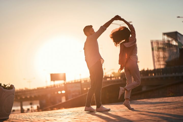 Tanzendes Pärchen in der Stadt, Fotocredit: 4 PM production