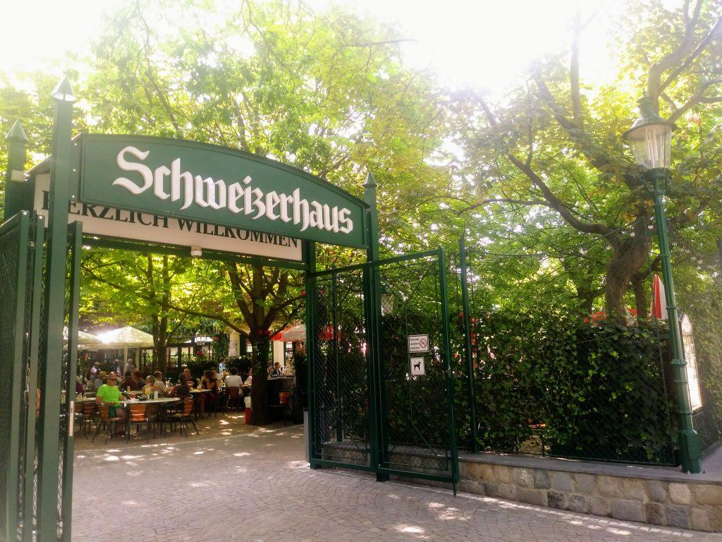Das wohl berühmteste Restaurant im Prater – das Schweizerhaus
