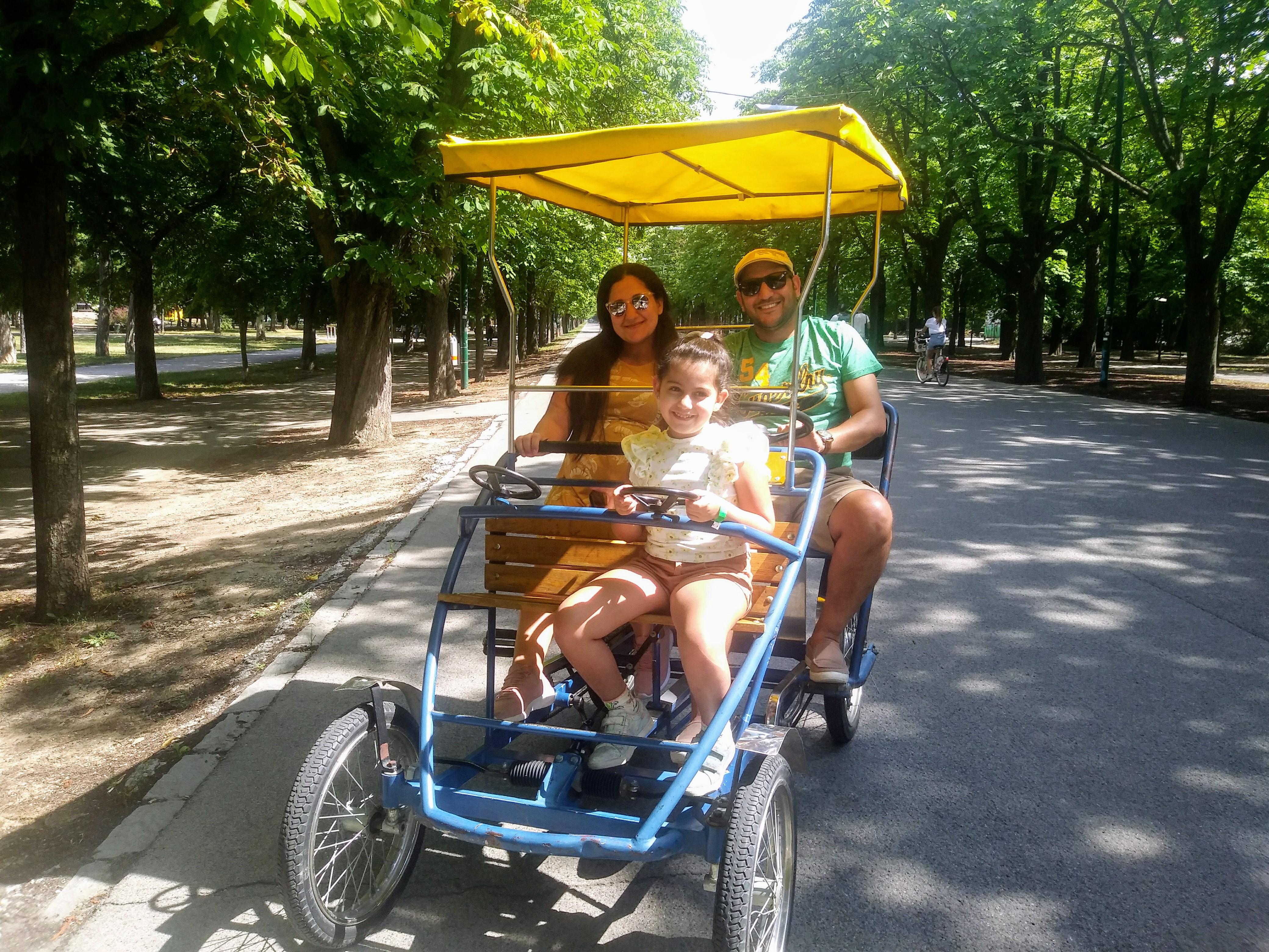 Nemin, Emud und Era Estase leben in Ägypten und besuchen während Ihres Urlaubs in Wien auch den Prater