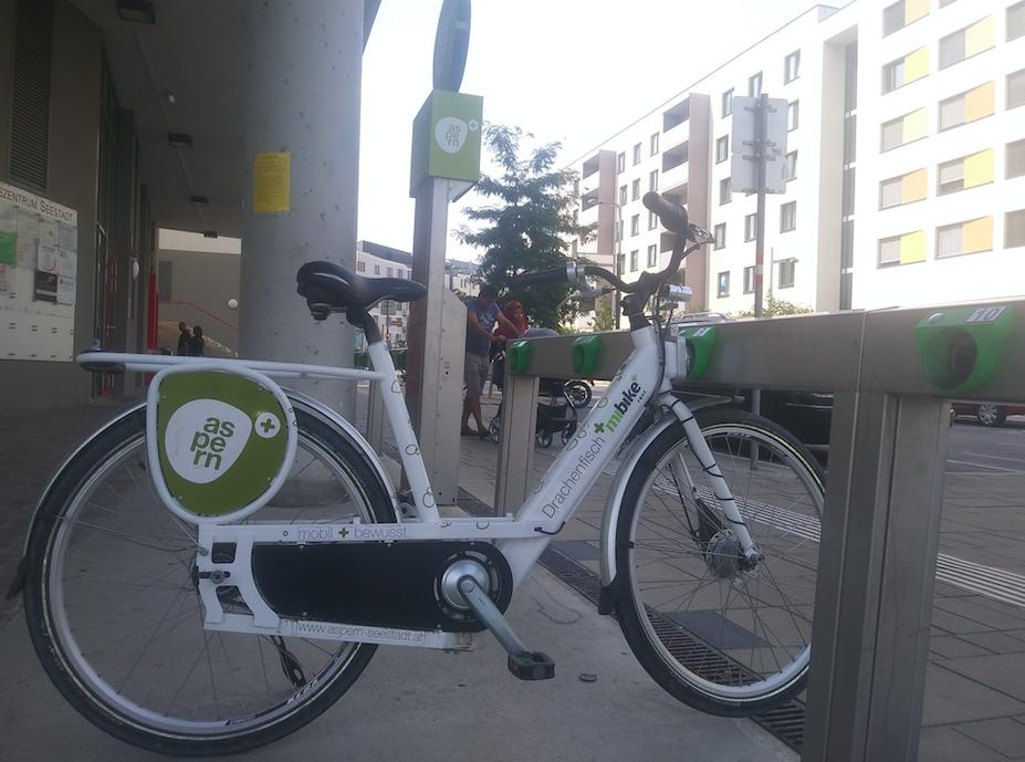 Eines der insgesamt 56 Fahrräder der SeestadtFLOTTE