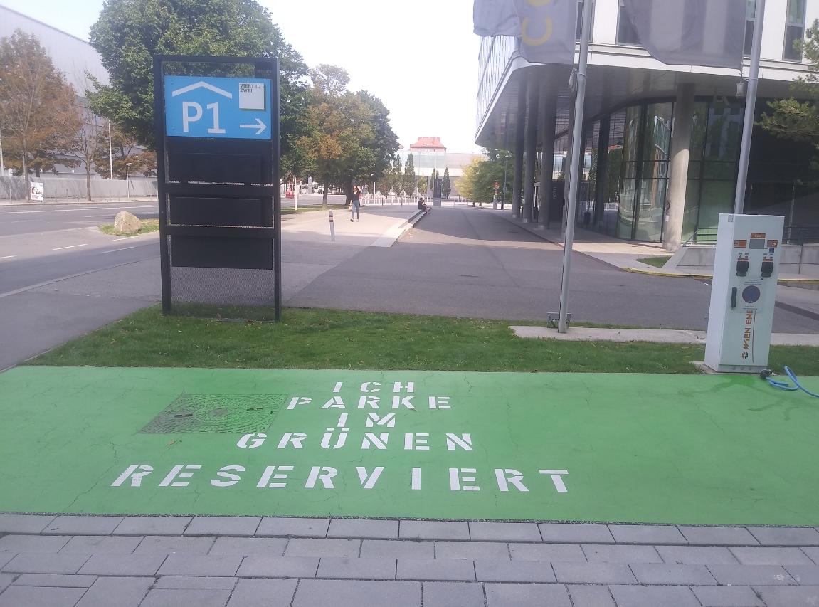 """""""Ich park im Grünen"""" – Wien Energie Ladestelle für E-Autos"""