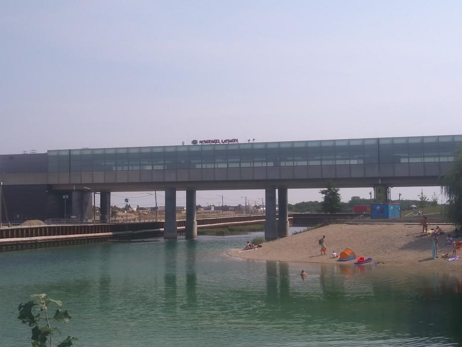 Am See und doch mitten in der Stadt – die U-Bahn fährt quasi direkt bis ans Seeufer