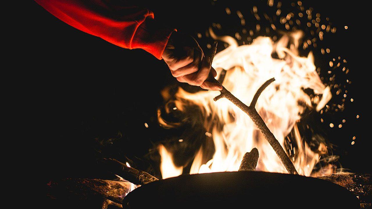 2. Lagerfeuer sind am schönsten in der Gruppe. - Fotocredit: Pixabay/Free-Photos