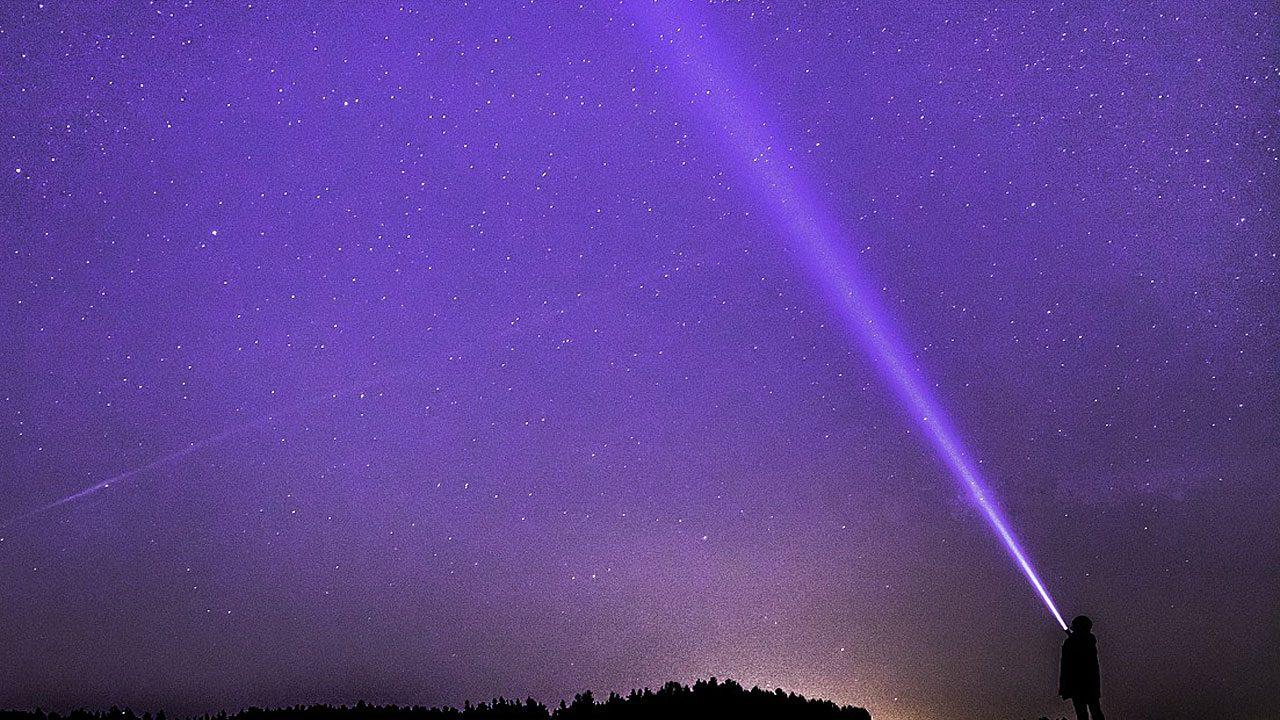 1. Nachtwanderung. In der Nacht hört und fühlt sich alles anders an. - Fotocredit: Pixabay/O12