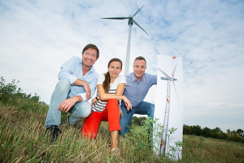 Stefan Moidl (IG Windkraft) , Katharina Kothmiller, Andreas Dornhofer (Wien Energie) beim Donauinsel-Windrad Bild: © Astrid Knie