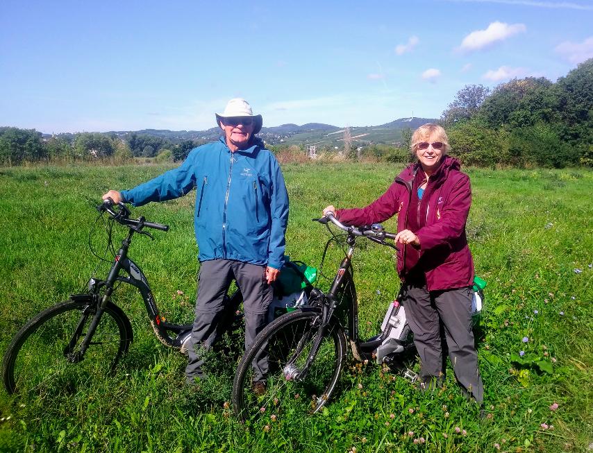 Nicht nur Wiener – auch Touristen sind von der Donauinsel begeistert. Zum Beispiel Stewart und Sallyanni Calver aus Kanada, die das Gebiet mit dem Rad erkunden.