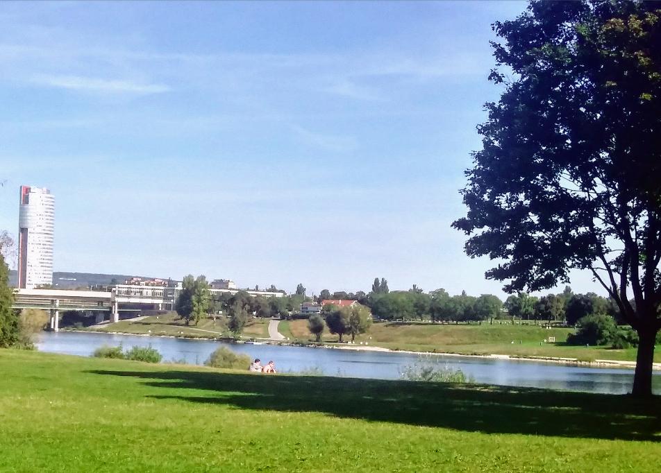 Blick aufs Wasser in absoluter Ruhe: Hier lässt sich das Leben und die Freizeit wirklich genießen.