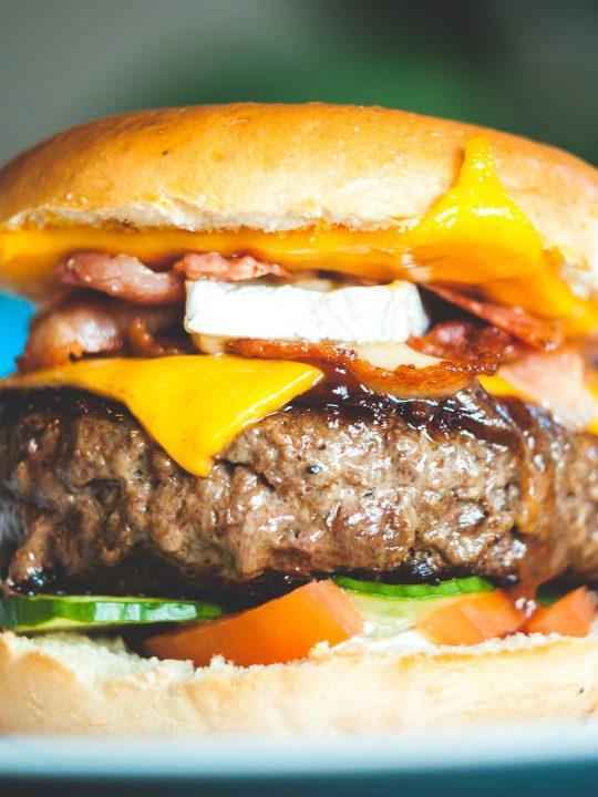 Burger, Fotocredit: Erik Odiin auf Unsplash