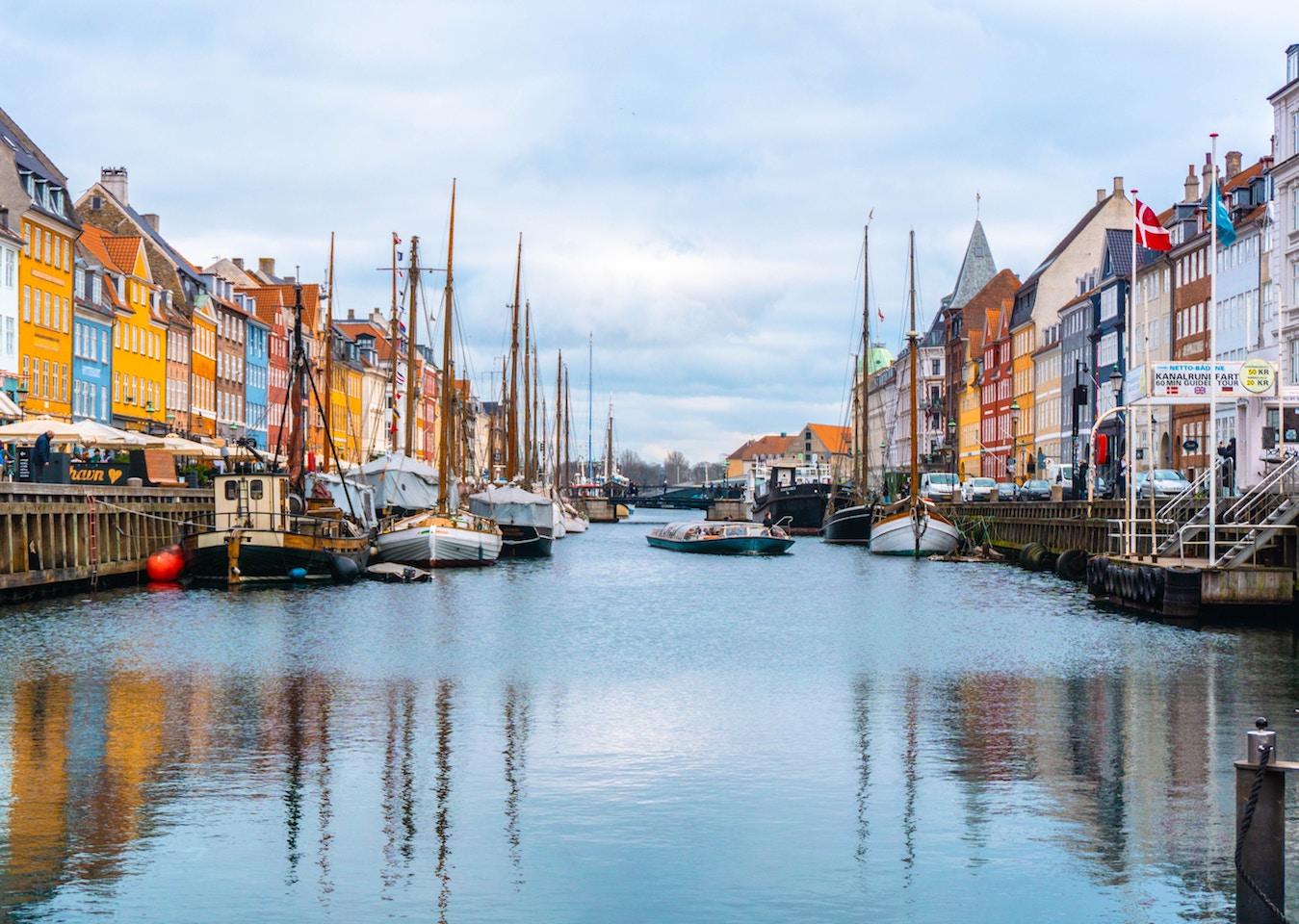 Seit 15 Jahren lässt das dänische Label Rains in der selben Produktionsstätte produzieren. -Fotocredits: Ava Coploff/unsplash