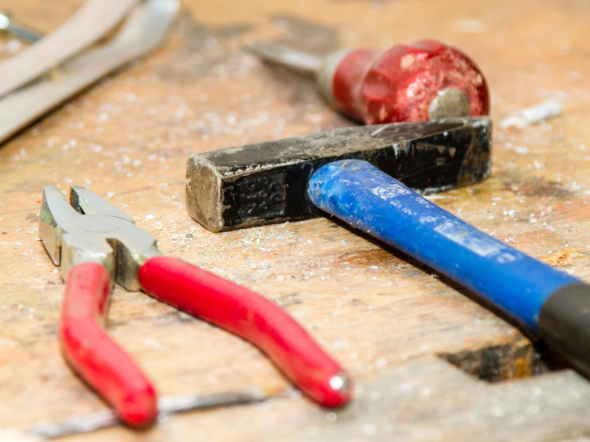 Je einfacher ein Haus gebaut ist, umso leichter ist es auch für Laien, diverse Dinge selbst zu reparieren, und einfache Lösungen für Probleme zu finden. - Photocredit: pixabay.com/TiBine