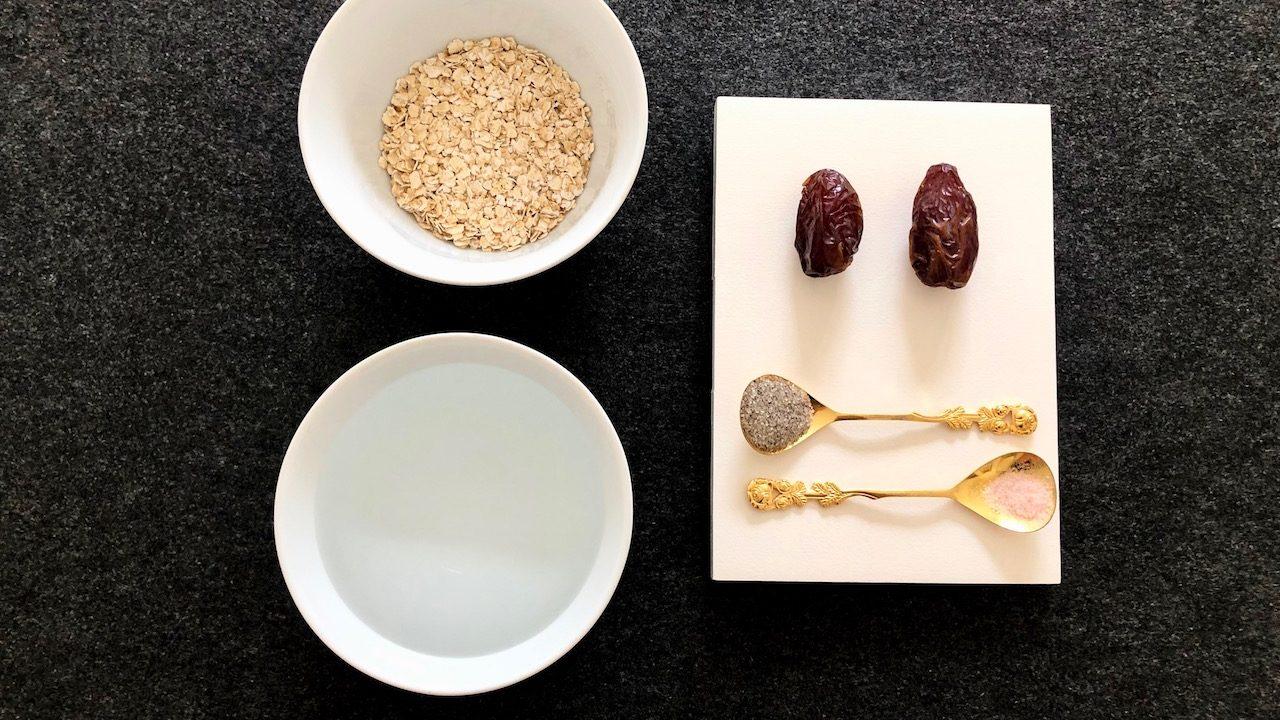 Aus nur wenigen Zutaten lässt sich im Handumdrehen köstliche Hafermilch herstellen. -Fotocredits: Lisa Radda