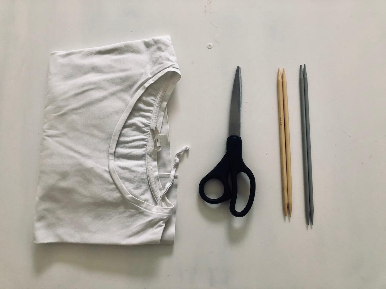Diesem alten T-Shirt gebe ich eine zweite Chance und verwandle es in einen Geschirrspülschwamm. -Fotocredits: Lisa Radda