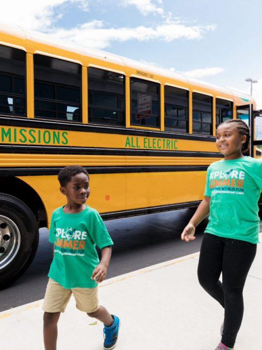E-Schulbusse stehen ihren Vorgängern optisch sehr nahe, sind aber viel besser für die Umwelt! Fotocredit: Dominion Energy