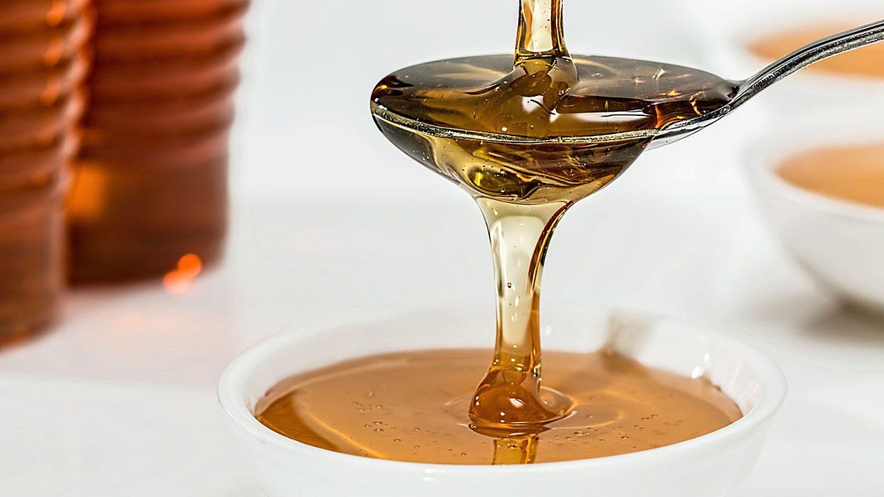 1. Ein selbstgemachte Lippenbalsam mit Honig ist das beste Mittel gegen rissige Lippen. - Fotocredit: Pixabay/stevepb