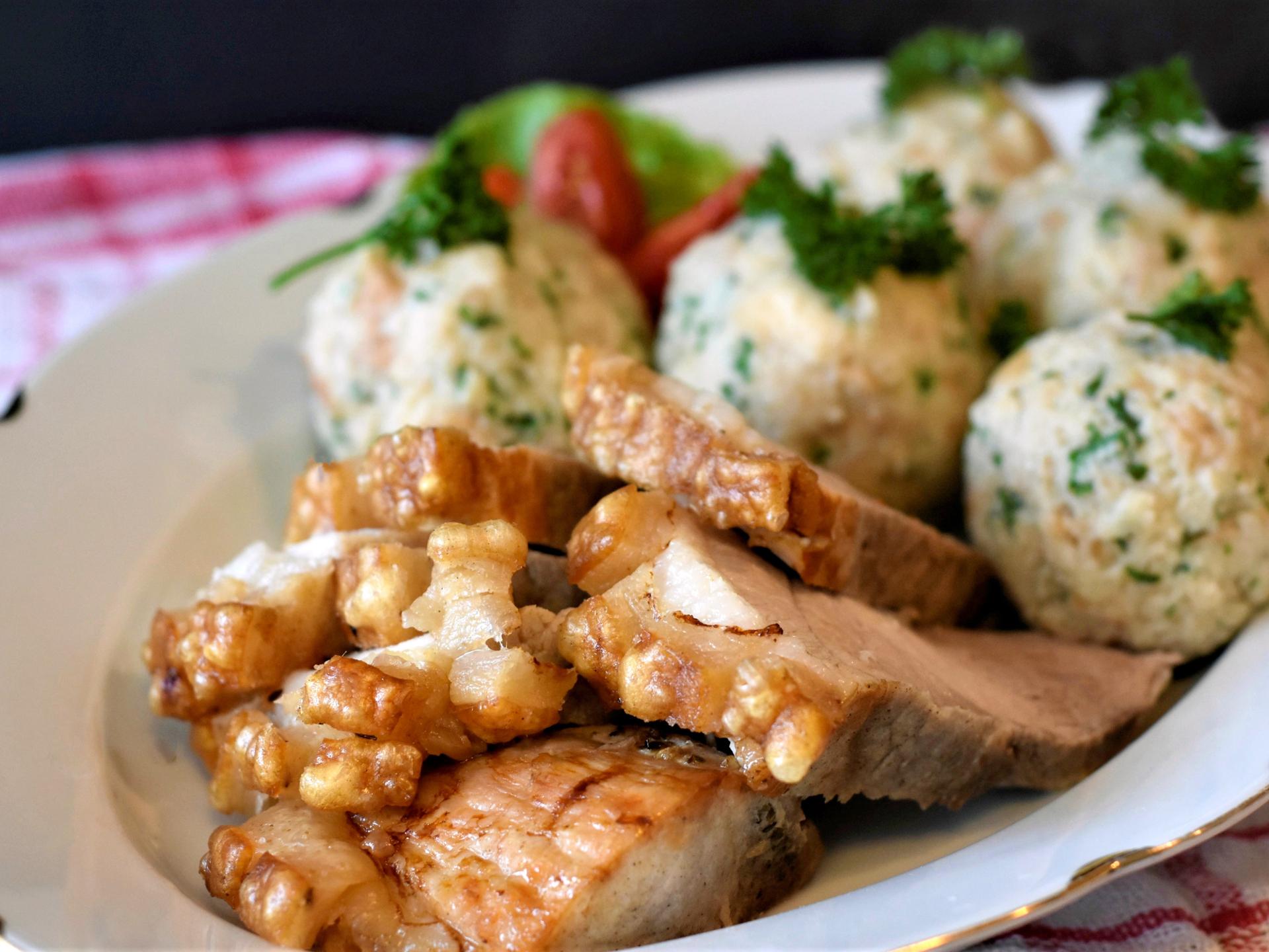 Viele traditionelle Speisen sollten wieder zur Sonntags- anstatt zur Alltagsspeise umgewandelt werden, um den Fleischkonsum zu reduzieren. - Photocredit: pixabay.com/RitaE