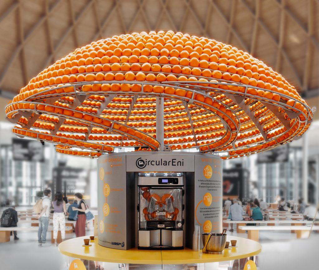 1.500 Orangen – so viele Früchte zieren das Dach der innovativen Presse – Foto: © Nicola Giorgetti