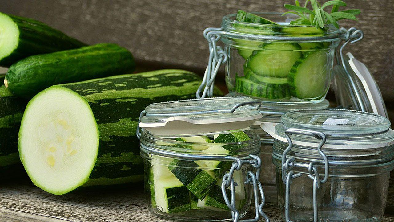 6. Kühl stellen. Je nach Gemüsesorte dauert das eine bis sechs Wochen. - Fotocredit: Pixabay/congerdesign