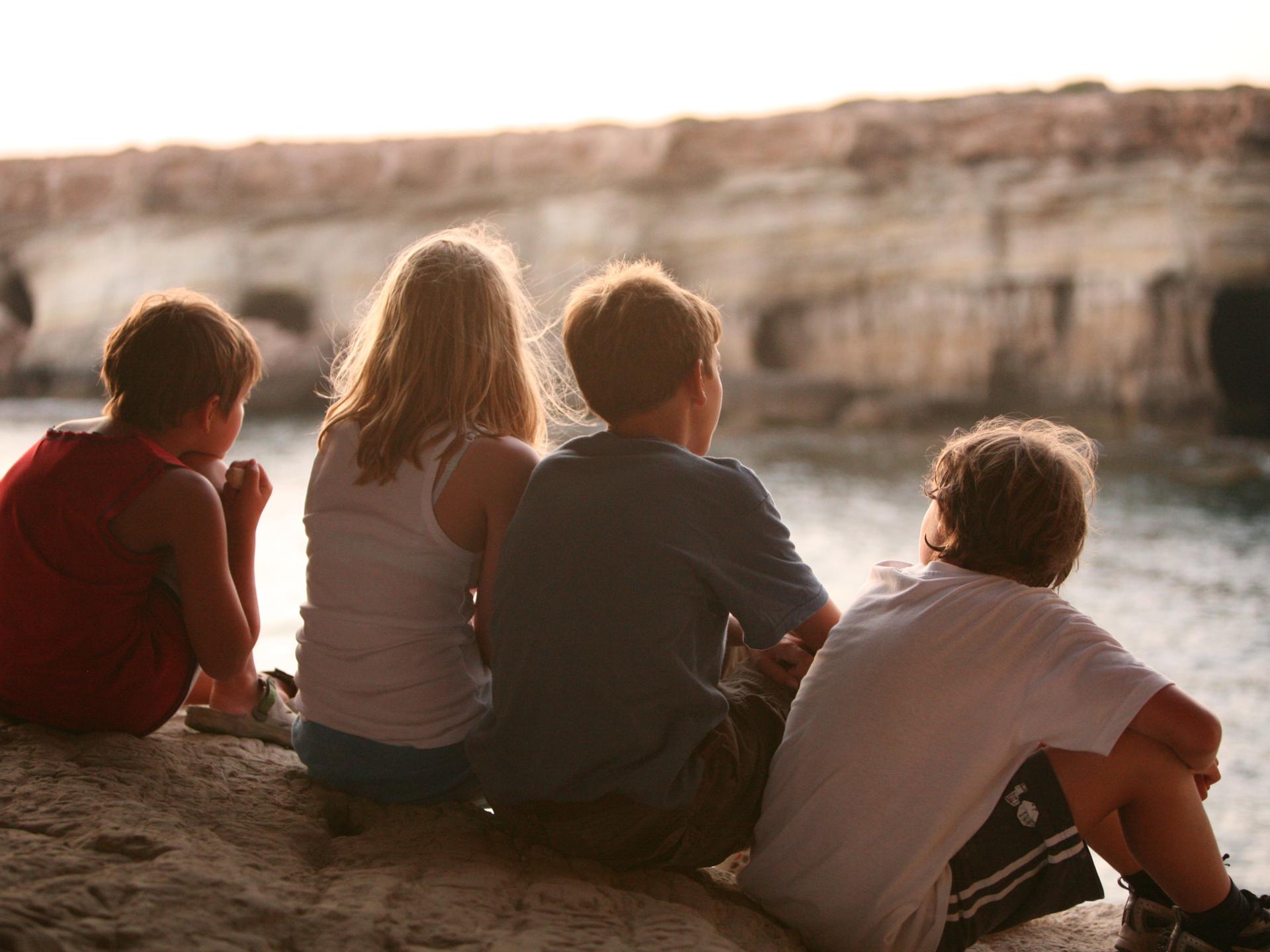 Oft wird der Grundstein für wirklich tiefen Beziehungen bereits in der Kindheit gelegt. - Photocredit: pixabay.com/florentiabuckingham