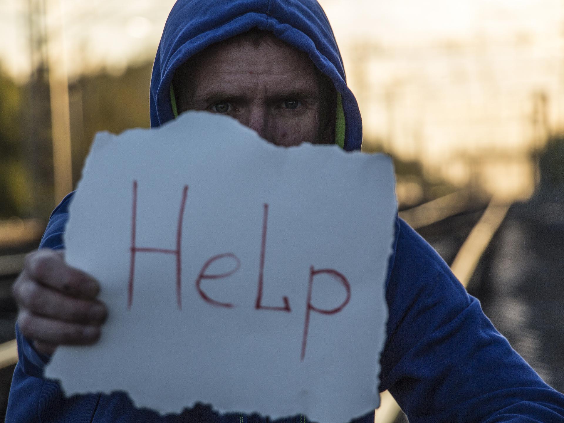 Für viele von uns ist es schwer, uns zu öffnen, uns einzugestehen, dass es uns nicht gut geht, und um Hilfe zu bitten. - Photocredit: pixabay.com/rebcenter-moscow
