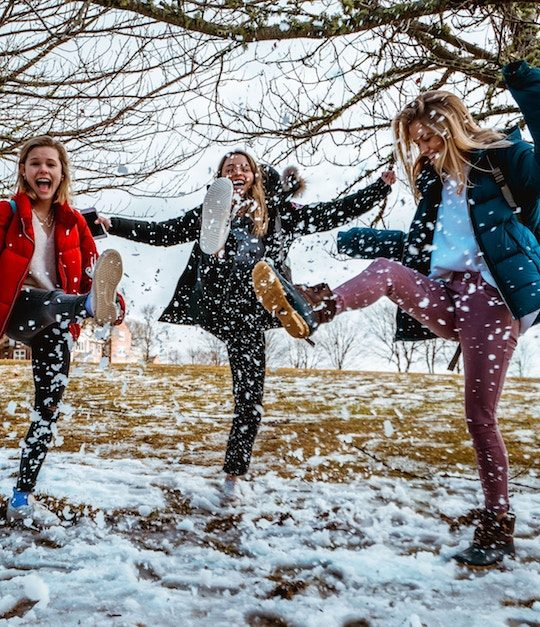 Egal, ob kurz, lang, bunt oder einfärbig. Winterjacken sollen vor allem eines können: uns wärmen! -Fotocredits: Naitian (Tony) Wang/ Unsplash