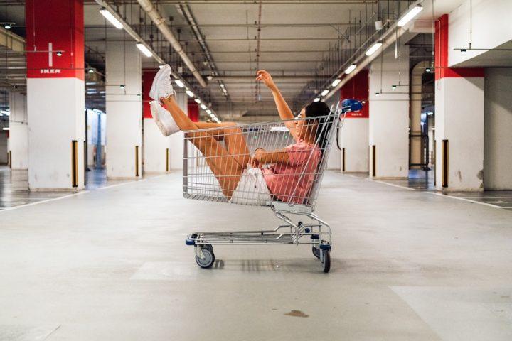 Als Minimalist kommt man nur selten in das Bedrängnis, ein Einkaufswagerl zu verwenden. -Fotocredits: Hanson Lu/unsplash
