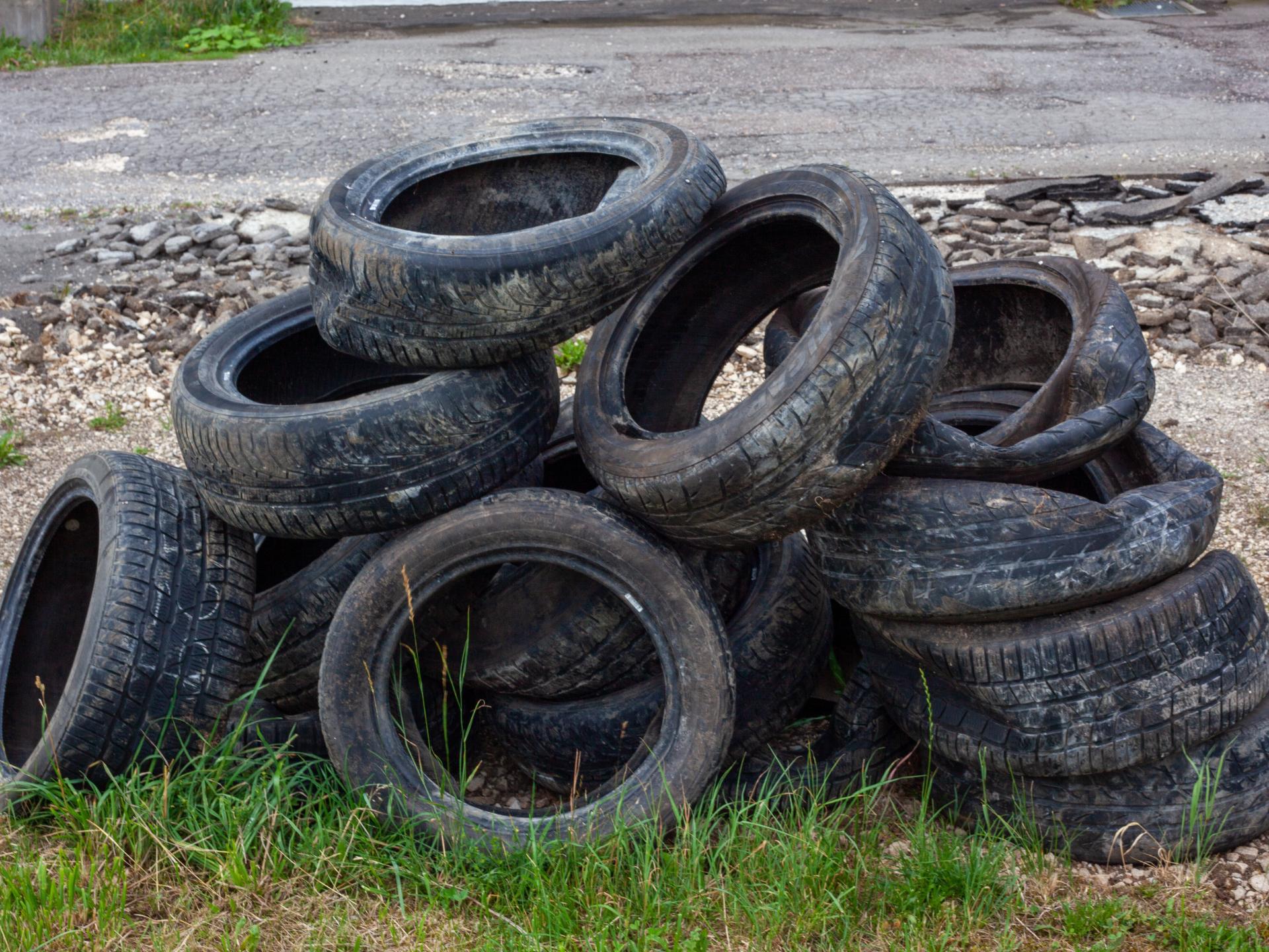 Überraschende Zahlen: ein Großteil des Mikroplastik in der Luft entsteht durch den Abrieb von Autoreifen, deren Zusatzstoffe meist weniger stark kontrolliert werden als für Verpackungsmaterial von Lebensmitteln. - Photocredit:pixabay.com/Jasmin_Sessler