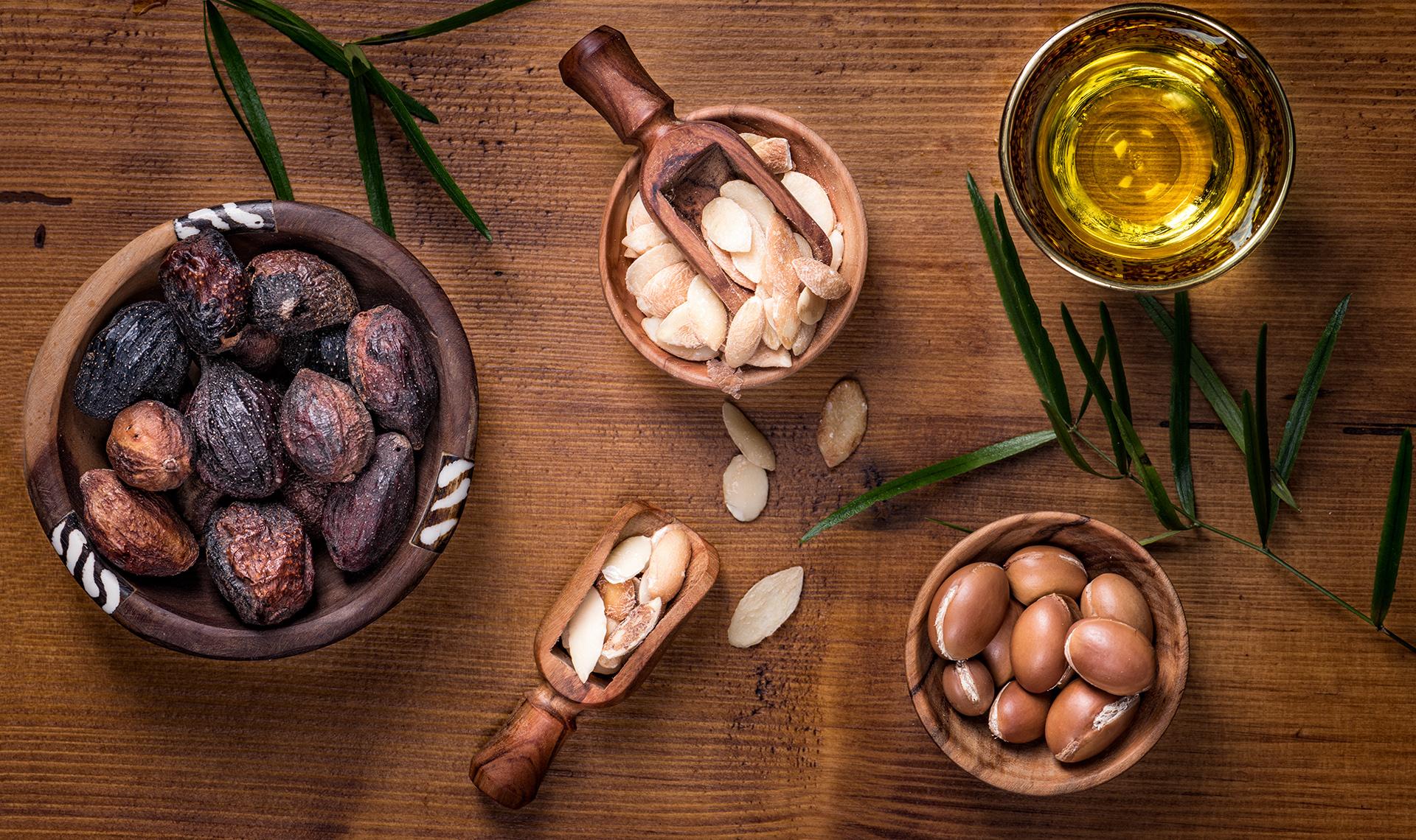 Argan kann in unterschieldichen Formen auftauchen, ob als Frucht, Öl oder als Samen., Fotocredit: Shutterstock/ Luisa Puccini