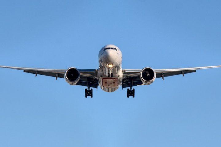 Wer wirklich umweltbewusst leben möchte, sollte nicht nur auf Fliegen, sondern auch Streaming verzichten. -Fotocredits: HAL9001/Unsplash