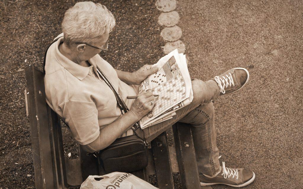 Den Geist fit halten während einer Spaziergangs-Pause. Gemeinsam mit einer pflanzenreichen Kost wohl eine ideale Vergessens-Prävention. Foto: © Mircea Iancu / Pixabay