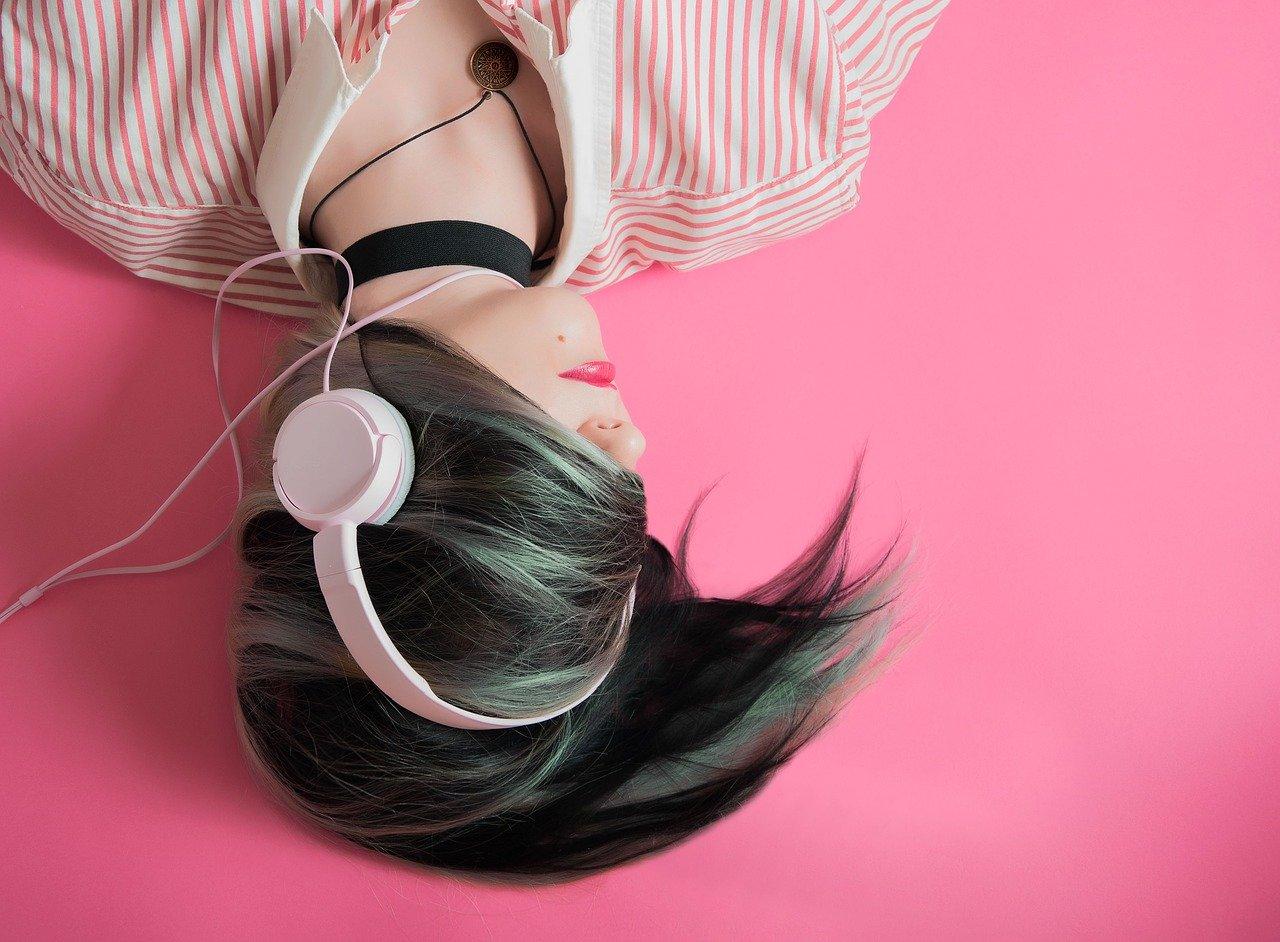 Bewusst Musik von damals hören? Eine der tollsten Möglichkeiten, um sich ganz besondere Me-Time zu gönnen. Fotocredit: © hoalice-moore / Pixabay