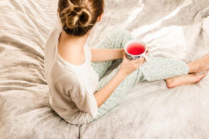 Tee bewusst zu genießen, das kann ein ganz besonderer Me-Time-Augenblick sein. Fotocredit: © Jan Vašek from Pixabay
