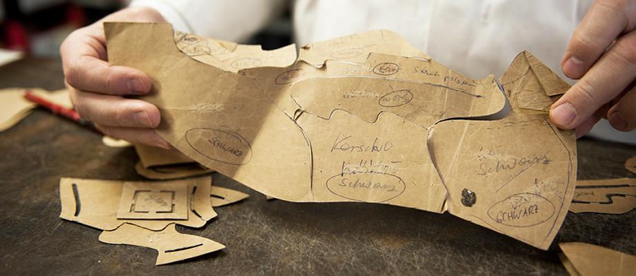 Orthopädische Schuhe werden bei Gerlinger von Hand nach Maß gefertigt. Fotocredit: © Gerlinger