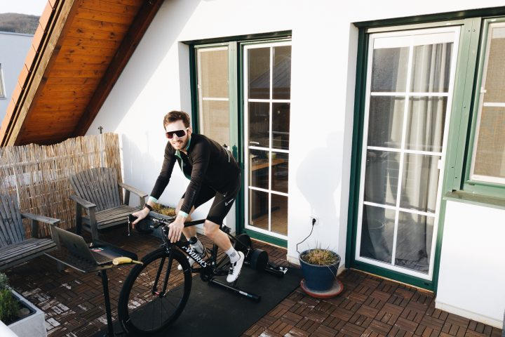 Indoor-Setup, Notenständer, Indoor-Rennrad, Ergometer, Indoortraining, Alternative