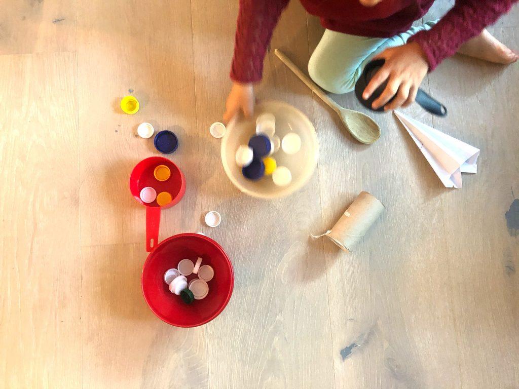 Alltagsgegenstände als Spielzeug