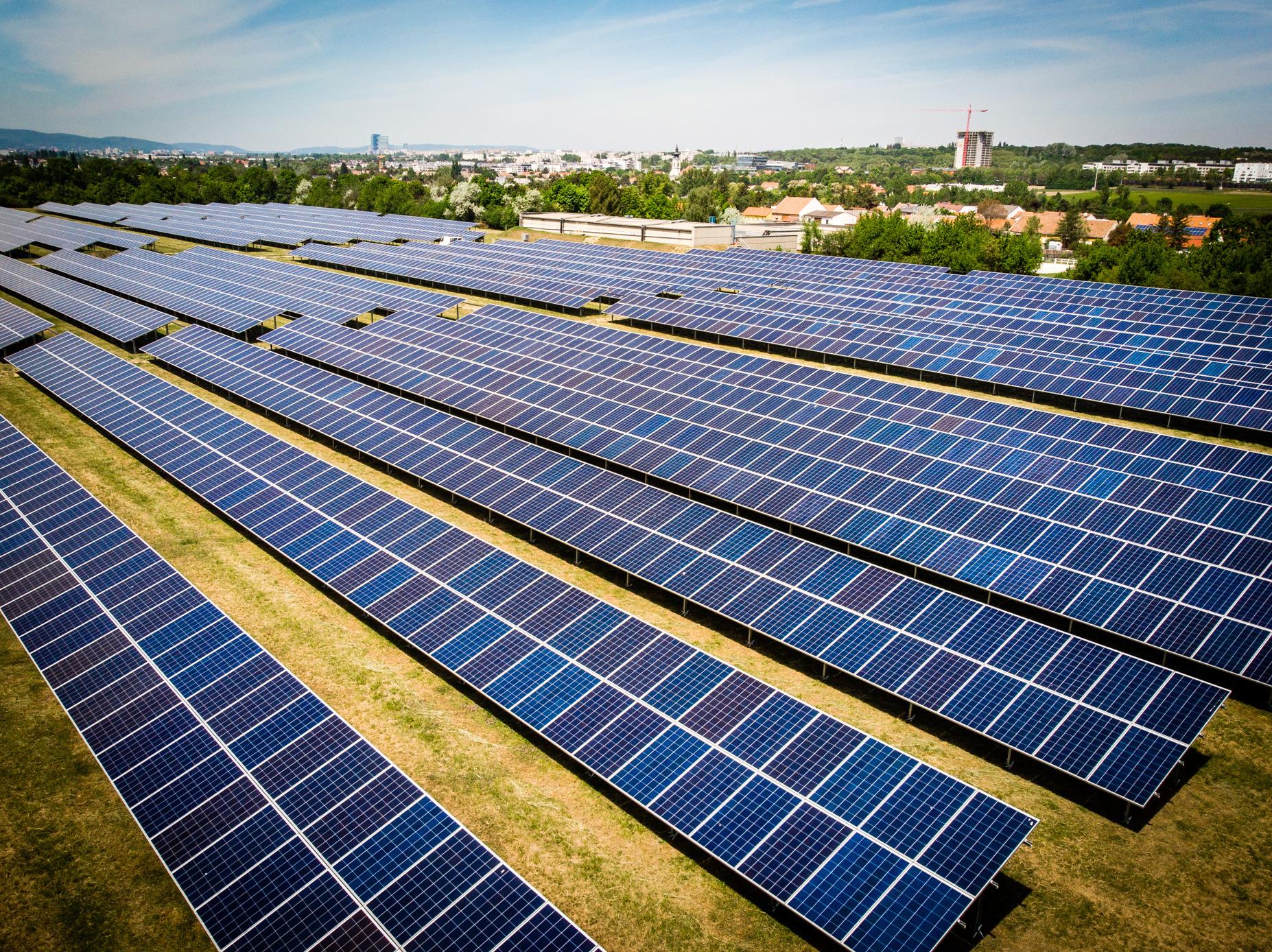 """Photovoltaik erhält extrem Breite Zustimmung hinsichtlich erneuerbarer Energien. Hier ein Teil des neuen """"BürgerInnen-Solarkraftwerks"""" Foto: © MA31/Fürthner"""