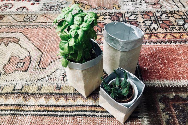 Müllberge adé. Mit diesem Upcycling zaubert ihr aus alten Tetra Paks in nur wenigen Schritten Blumentöpfe. -Fotocredits: Lisa Radda