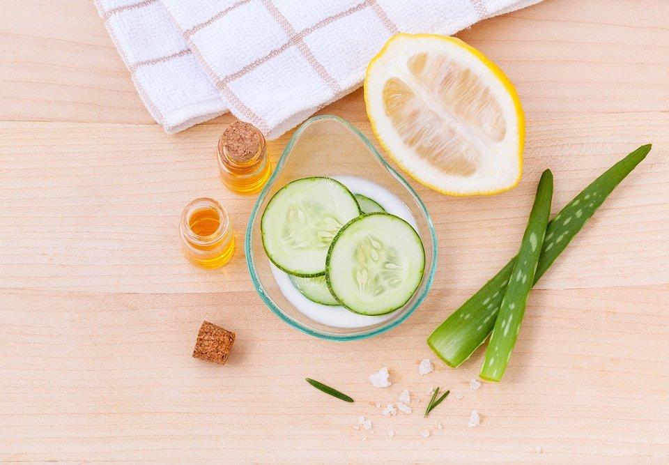 Ein Gesichtstoner verfeinern die Poren und stellen den pH-Wert der Haut nach der Reinigung wieder her. -Fotocredits: kerdkanno/pixabay