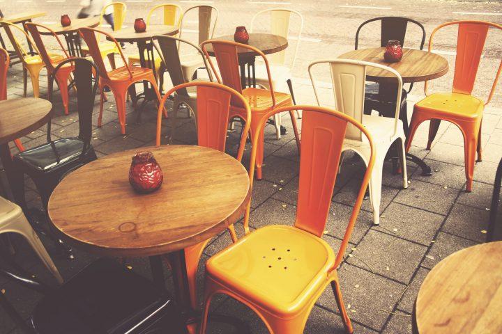 Viel mehr öffentlicher Raum soll in Vilnius in Zeiten von Corona und den damit einhergehenden Gesundheitsmaßnahmen für die Gastro zur Verfügung stehen. Fotocredit: © Dominique Knobben / Pixabay