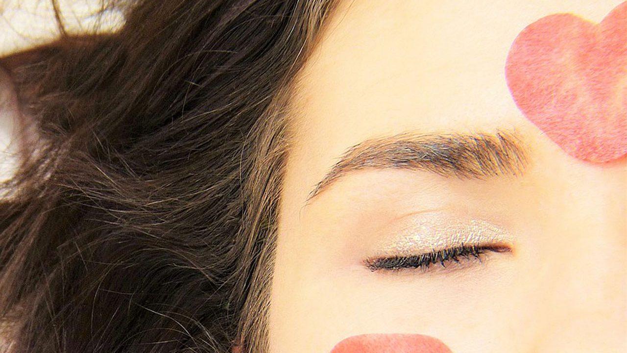 6. Als Mittel gegen Augenringe - Fotocredit: Pixabay/silviarita