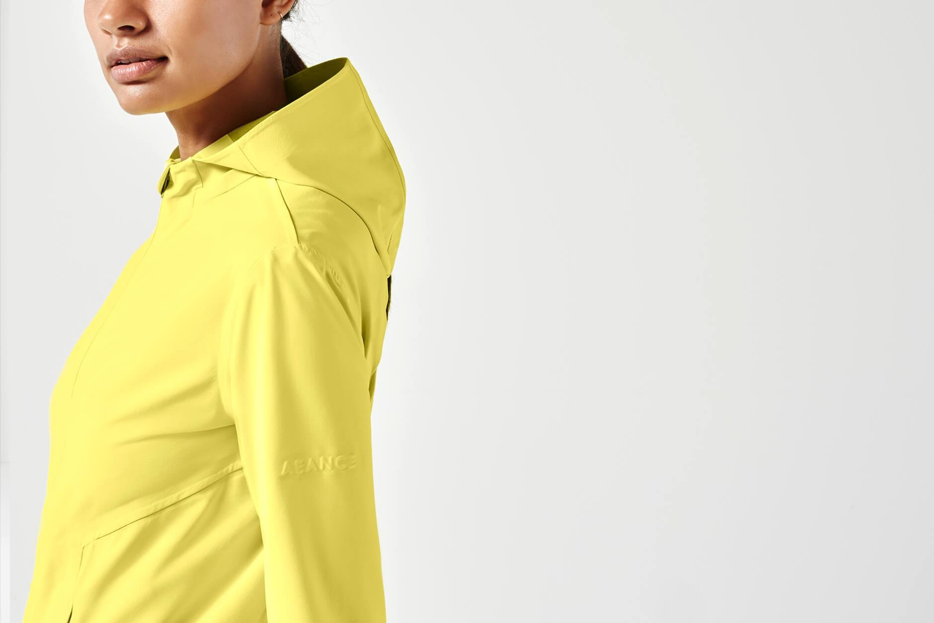 Nachhaltig minimalistische Active-Wear von AEANCE – hier aus dem Lookbook der Collection 02. Fotocredit: © aeance.com/